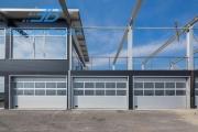 Промышленные секционные ворота с панорамными вставками