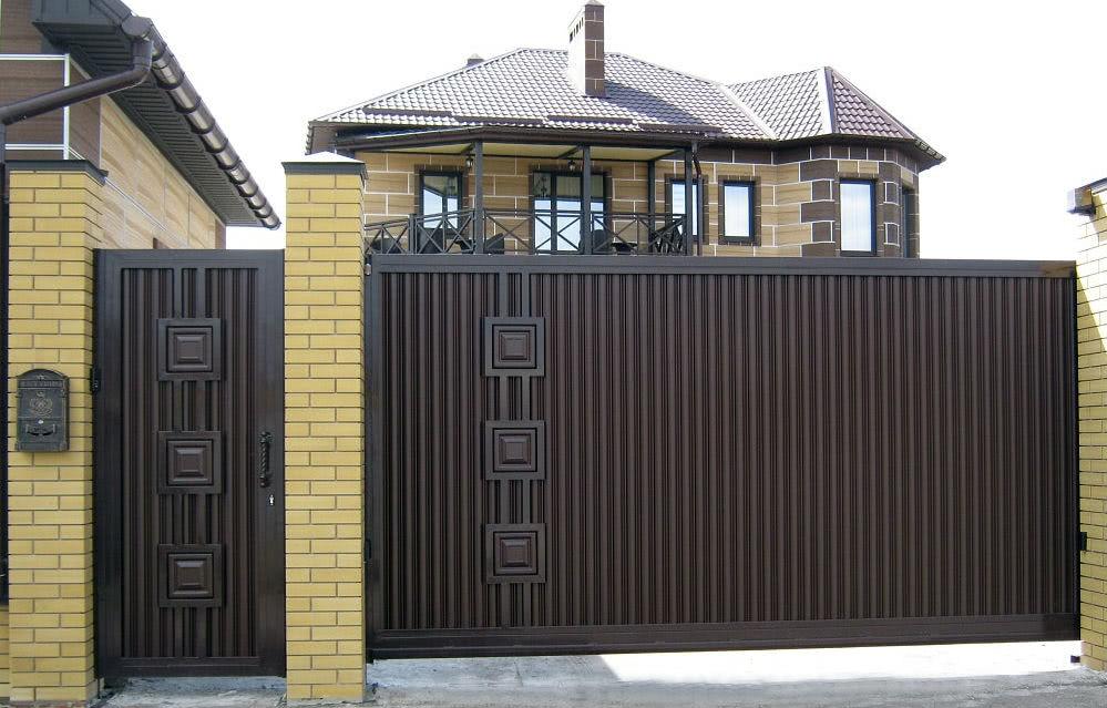 повторяющиеся черные откатные ворота фото идеале